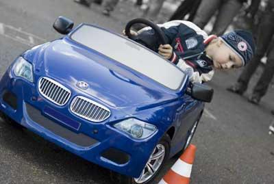 Ребёнок за рулём. Когда и как учить детей вождению