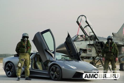 Lamborghini Reventon немного отстал от самолета