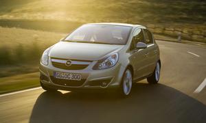 Toyota Yaris vs. Opel Corsa – тесты елочных игрушек