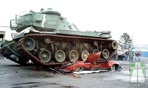 Тут ремень опасен. Но часто ли танки наезжают на машины в городе?