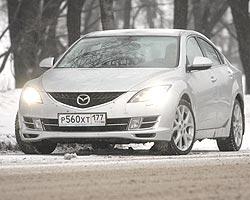 В Mazda 6 плавные поверхности кузова лаконично сочетаются с рублеными гранями. Фото «Газета»