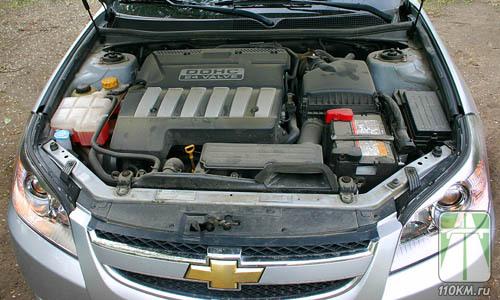 Шестицилиндровый мотор работает как часы. И так же тихо