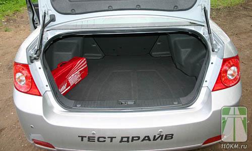 Проем багажника достаточно велик, погрузка будет удобной