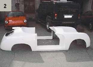 Кит-кар собирается на основе донора, в данном случае Volkswagen Kaefer, на его базу ставят пластиковый кузов и красят в цвет оригинала