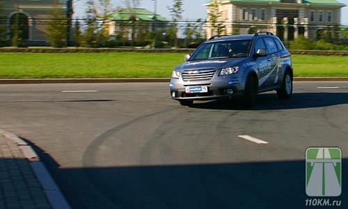 Subaru буквально вываливался из-за угла на огромной скорости!