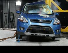 Ford Kuga разбили об стену