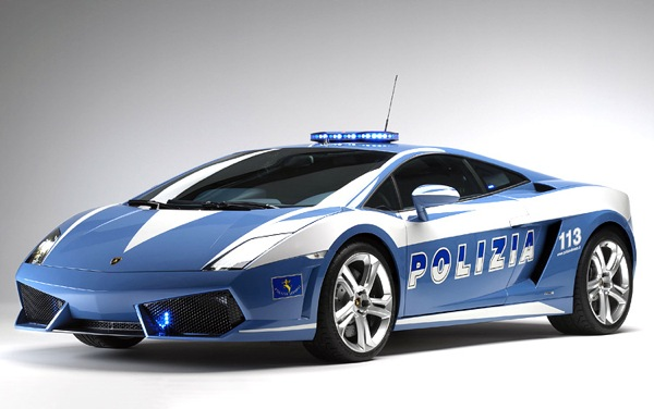 Кроме погонь за злобными нарушителями и особо рьяными гонщиками полицейские автомобили Gallardo используются в качестве экстренной медицинской помощи на автобанах.