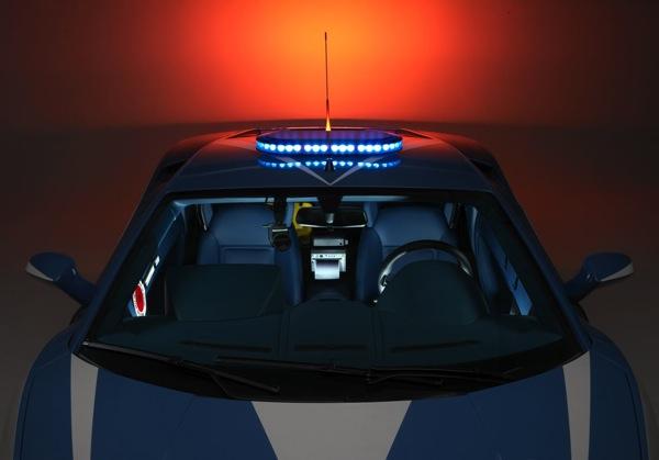 Демонстрационное видео итальянского полицейского автомобиля Lamborghini Gallardo:
