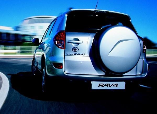 Toyota RAV4: compact SUV или дамский угодник