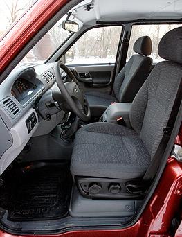 За рулем такого автомобиля сложно представить себе девушку-водителя (фото: Дни.Ру/Дмитрий Коротаев)