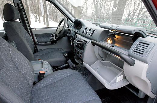 Pickup может похвастаться достаточным количеством ниш и ящичков (фото: Дни.Ру/Дмитрий Коротаев)