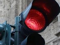 Игнорирующих светофор водителей снимут скрытой камерой