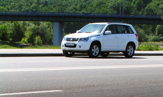 Suzuki Grand Vitara - Автомобиль для города без нормальных дорог