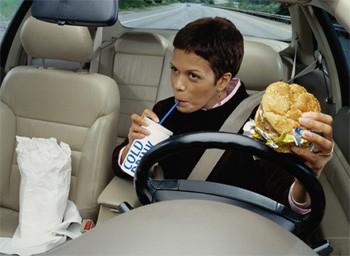 В салоне машины можно найти отвратительные и опасные для здоровья вещи