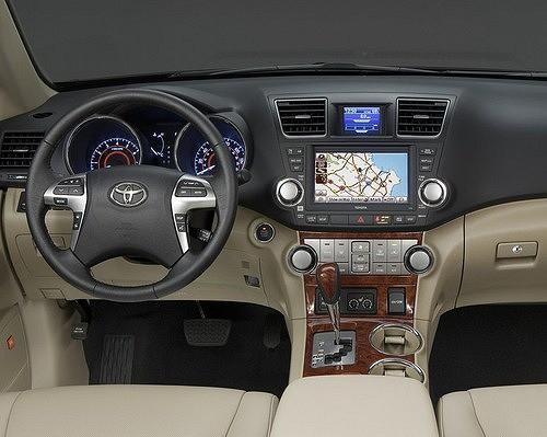Toyota Highlander – сугробы по колено