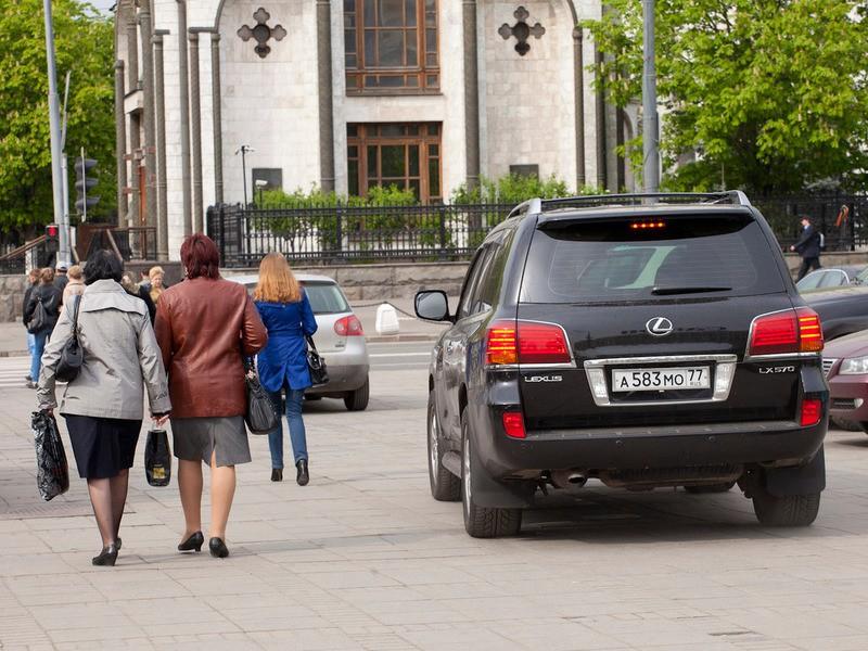 Не боясь штрафов, водители нарушают правила парковки