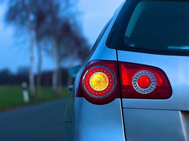 Как ГИБДД наказывает водителей за неправильно включенный поворотник