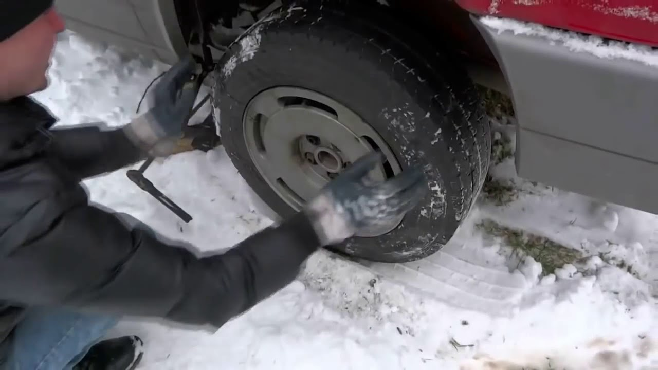 Как безопаснее оставлять машину зимой: на передаче или на ручнике?