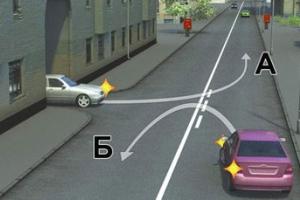 Водитель выезжает со двора и поворачивает налево, пересекая сплошную разметочную линию