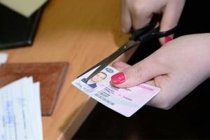 Выдаётся ли временное удостоверение при лишении прав