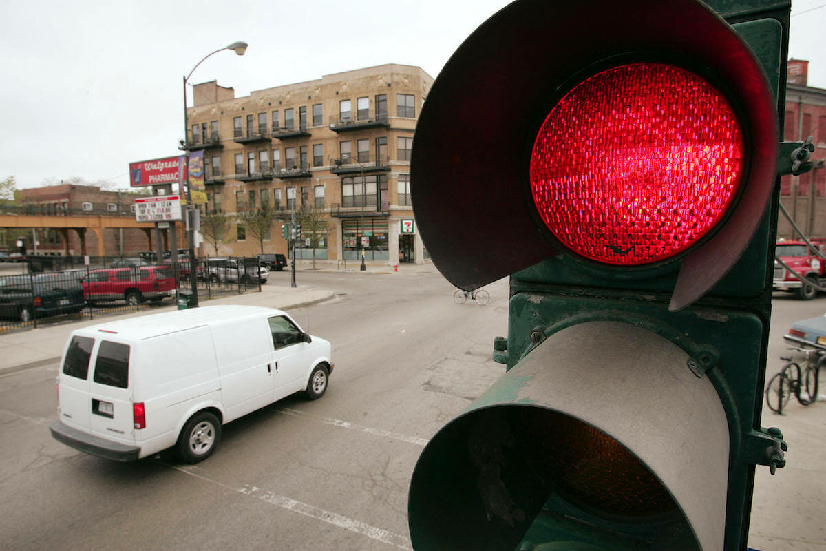 Штраф на проезд на красный свет в 2020 г.: какой размер наказания, штраф за повторное нарушение