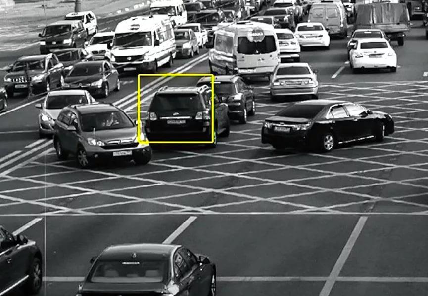 Новые штрафы с камер появились с 1 марта за пересечение загруженного перекрестка