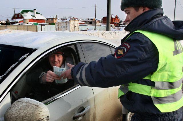 передал авто на управление лицу без прав