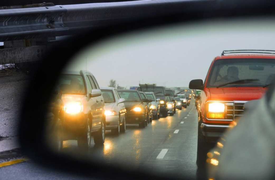 Для забывчивых водителей предусмотрен штраф за невключенный ближний свет, штраф за неработающие фары