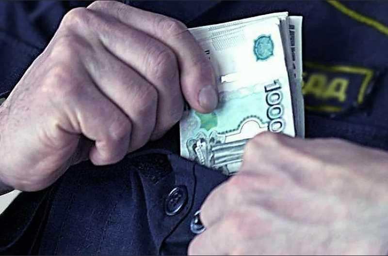 Опасная взятка ГИБДД: что может грозить водителю за подкуп должностного лица при исполнении, подстрекательство и попытку подкупа?