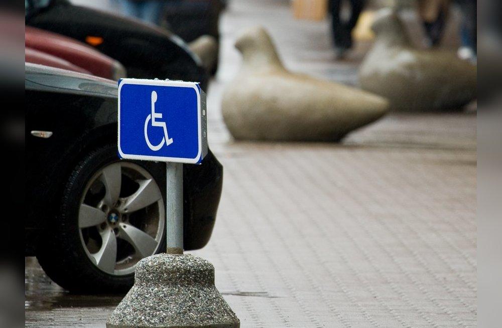 """Как наказывают за наглость или штраф за стоянку на инвалидном месте, особенности знака """"Парковка для инвалидов"""""""