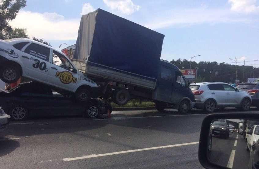 Спорное ДТП на главной: кто виноват и заплатит за аварию, всегда ли виноват выезжающий со второстепенной дороги