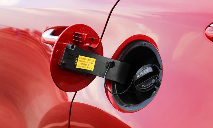 Раскрыли секрет расположения бензобаков в автомобилях