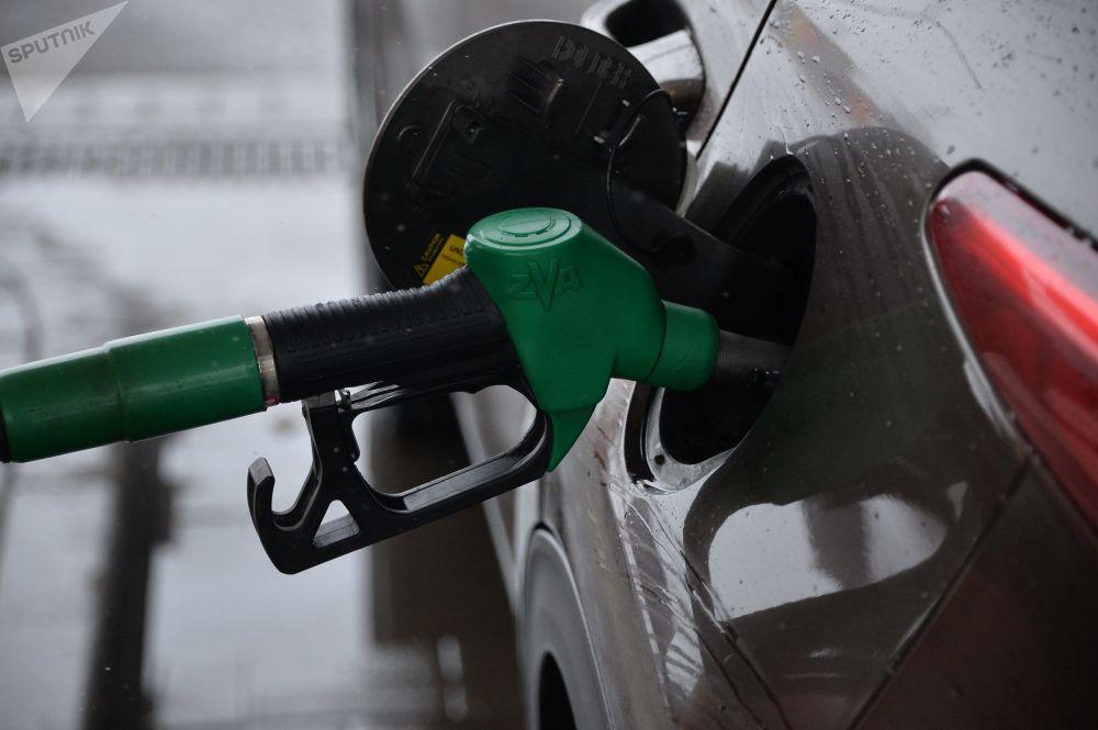 В России бензин уже месяц постоянно дорожает на всех АЗС