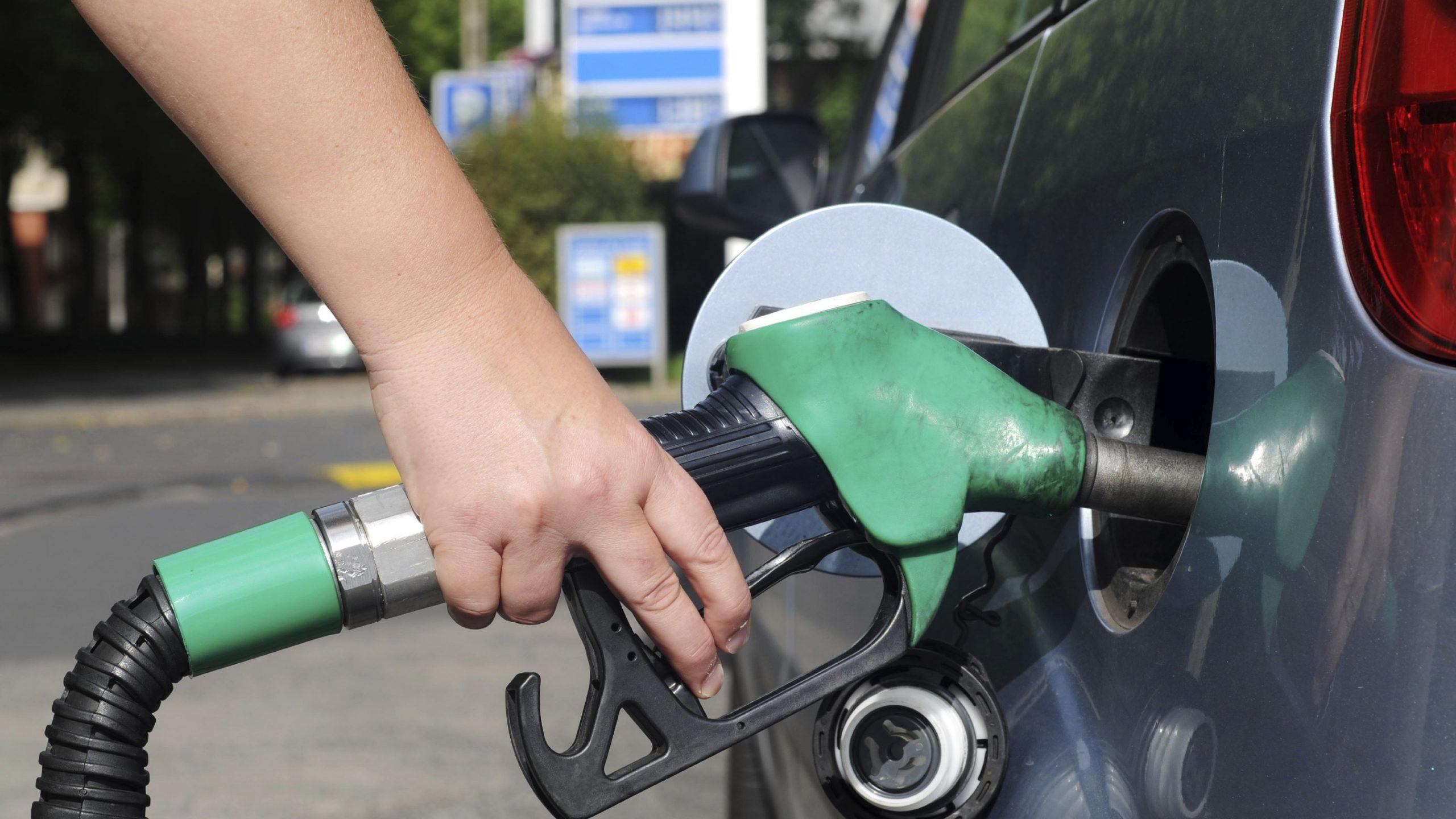 В Москве и области больше половины всех автозаправок не доливают топливо