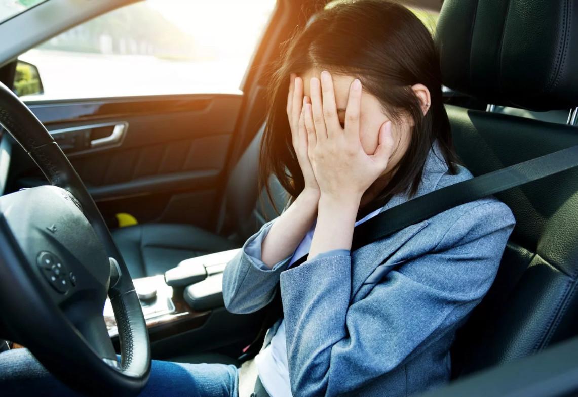 Автоэксперт назвал главные ошибки у водителей