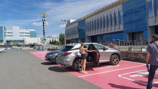 В России появилась первая женская парковка