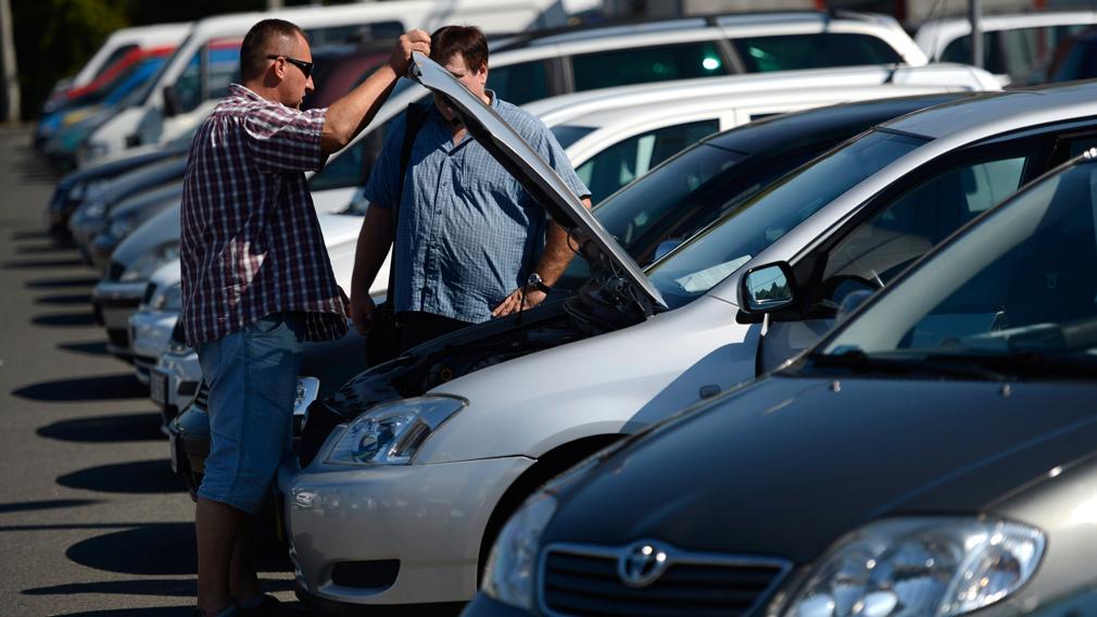 Автоэксперт дал советы при покупке подержанного автомобиля...