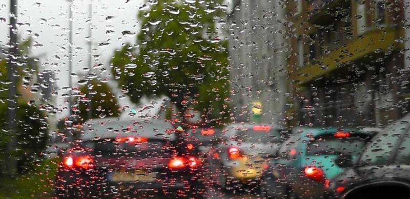 Объезд стоящей машины через сплошную по ПДД